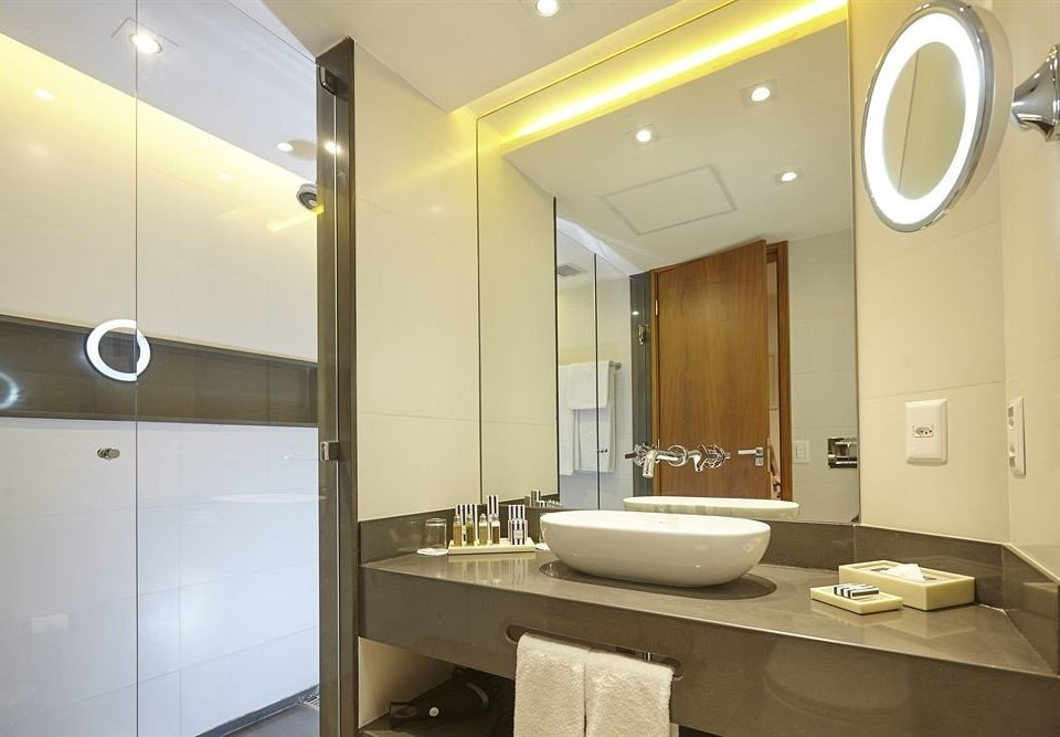 bathroom sink mirror property home Suite shower toilet condominium cabinet Modern