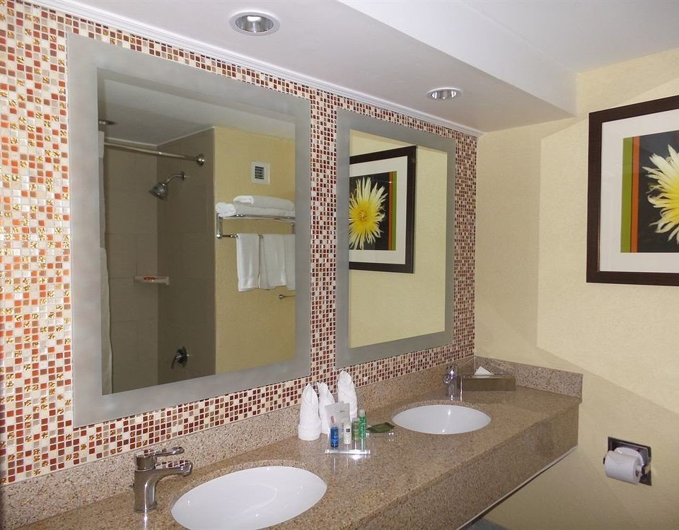 bathroom mirror sink property home Suite plumbing fixture Modern clean tiled