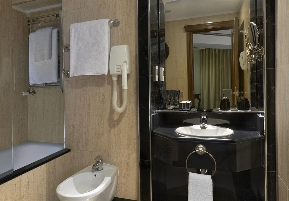 bathroom mirror sink property toilet white home plumbing fixture Suite cottage tile clean Modern tiled