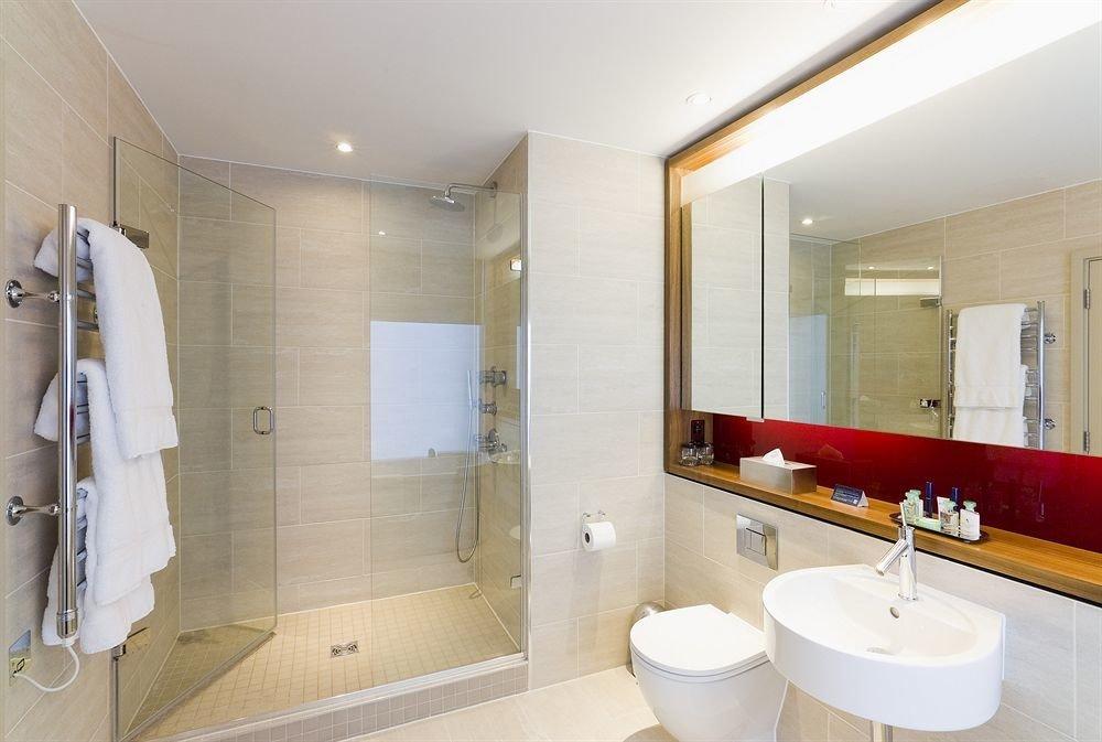 bathroom mirror property sink toilet Suite shower Modern clean
