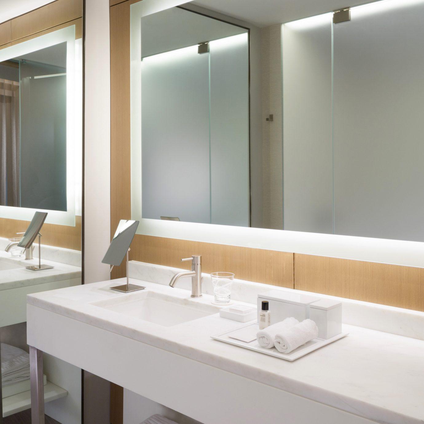 bathroom mirror sink property Suite condominium Modern