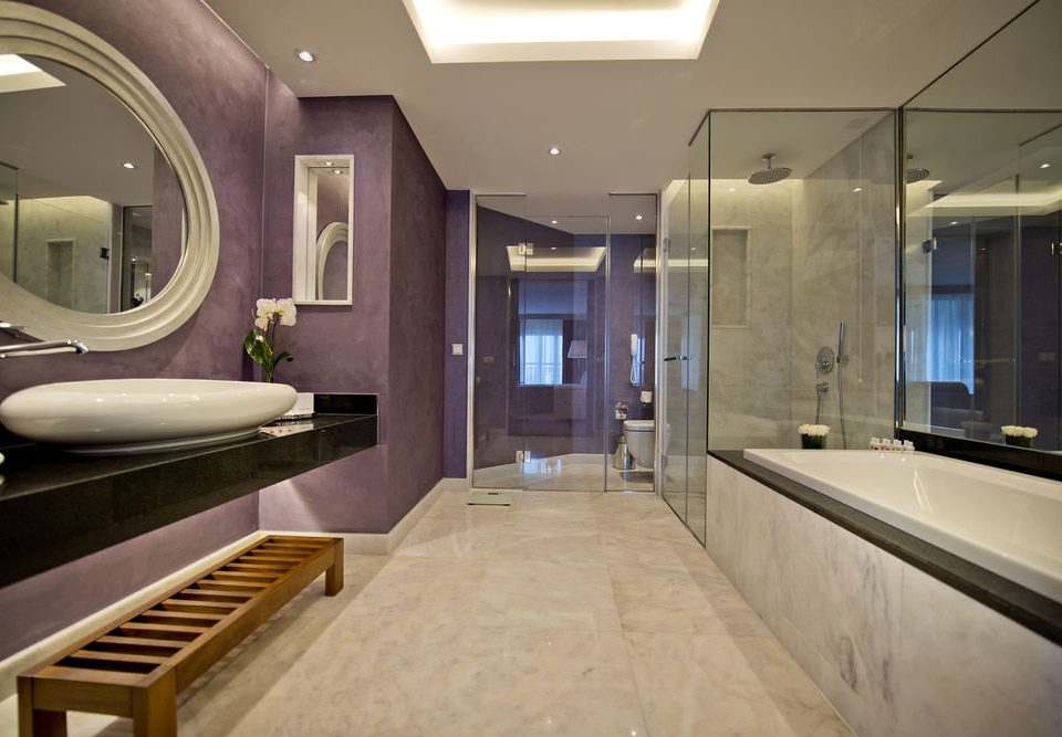 bathroom property sink home countertop Suite mansion swimming pool counter condominium living room Modern tub