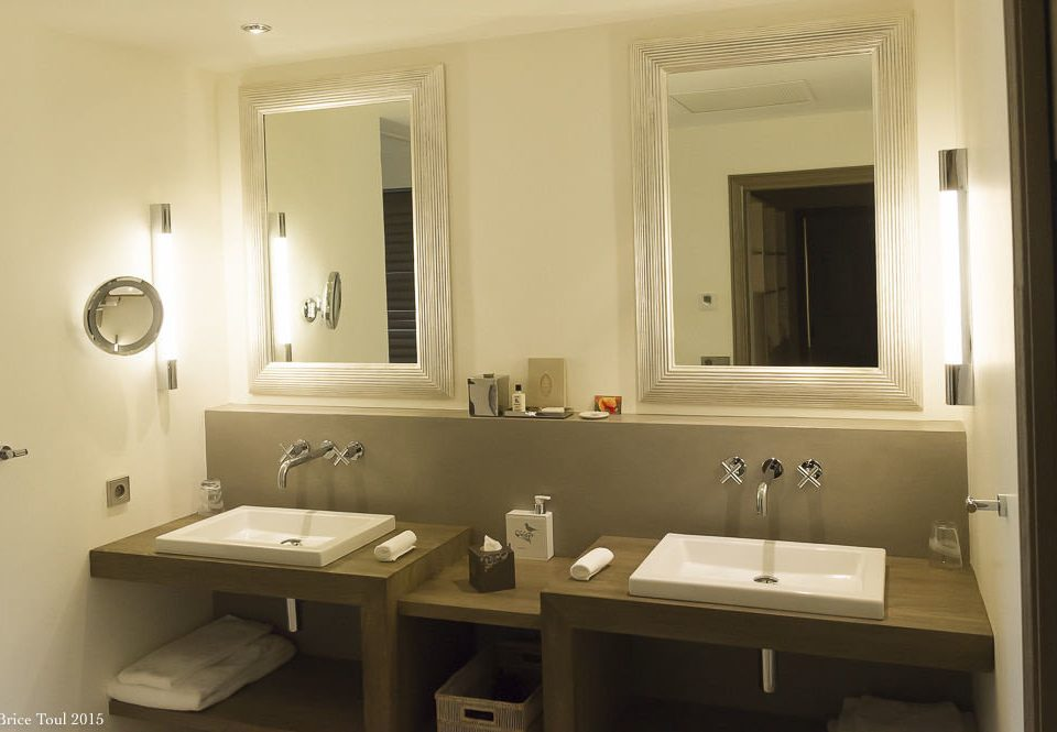 bathroom mirror sink property home cottage Suite toilet Modern