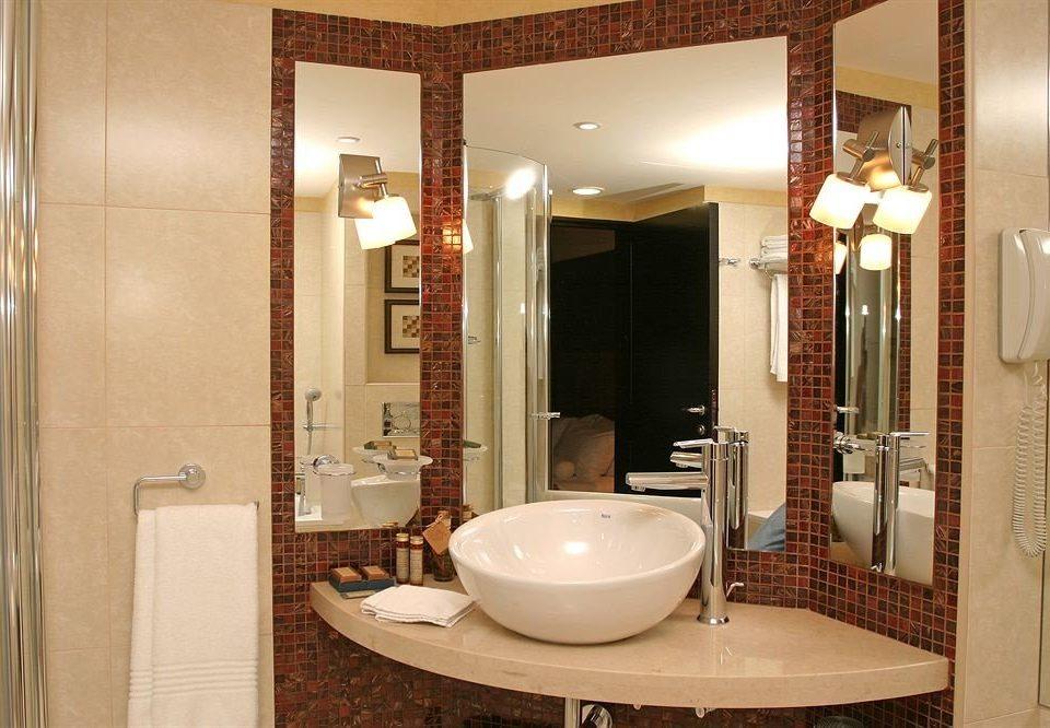 bathroom mirror sink property Suite home towel shower toilet Modern fancy tile rack tiled