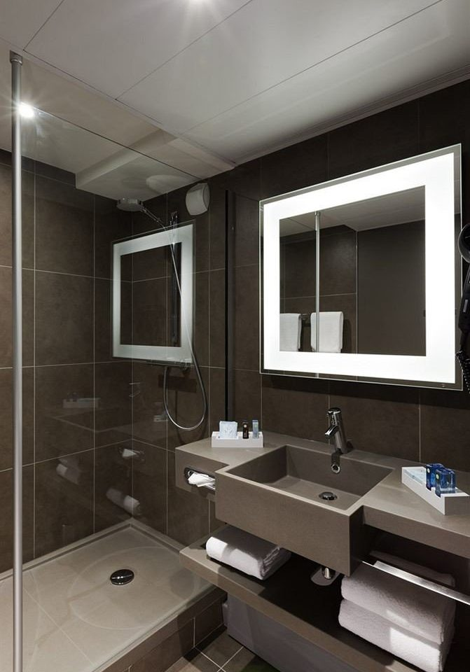 bathroom mirror sink property home Suite long Modern public