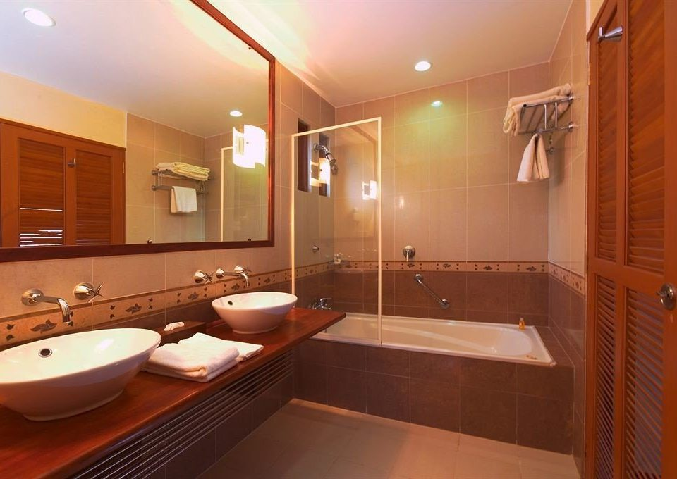 bathroom mirror sink property Suite home swimming pool Modern tile tub