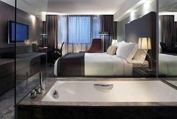 property swimming pool yacht Suite condominium vehicle Modern clean