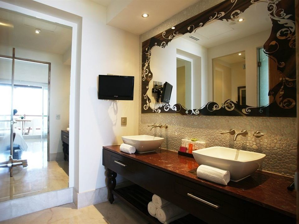 bathroom mirror property sink living room home Suite counter condominium cottage Villa mansion Modern