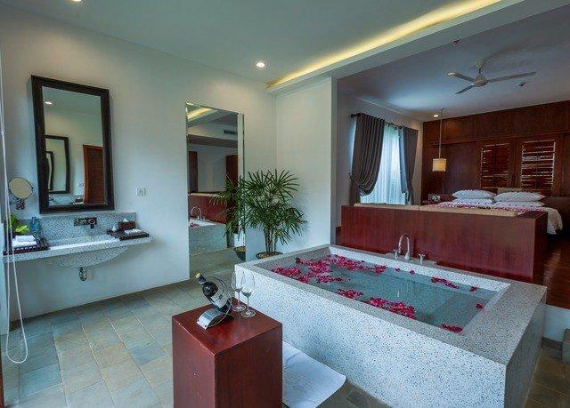 property home condominium Villa Suite cottage bathroom mansion Modern