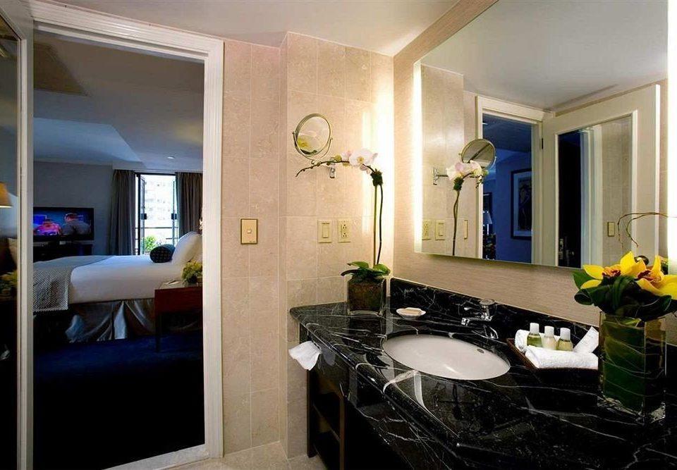 bathroom property mirror sink Suite home condominium living room cottage mansion counter Villa Modern
