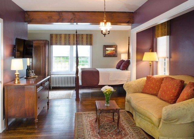 sofa property living room condominium home Suite hardwood cottage Villa Modern flat leather