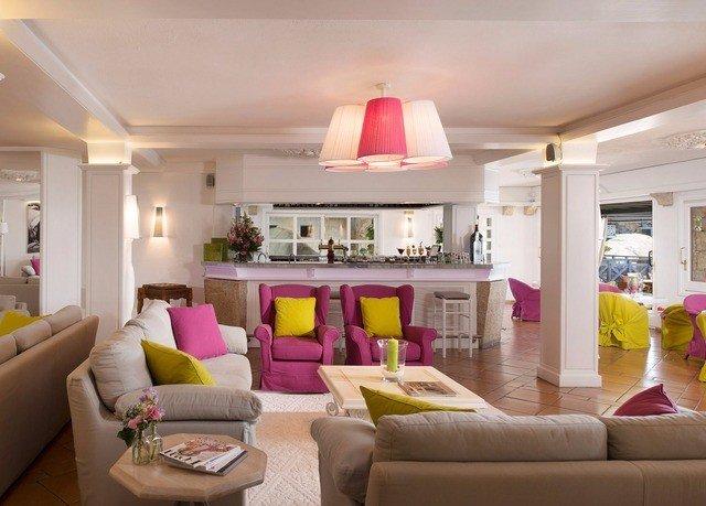 sofa living room property home condominium Suite Villa cottage flat Modern
