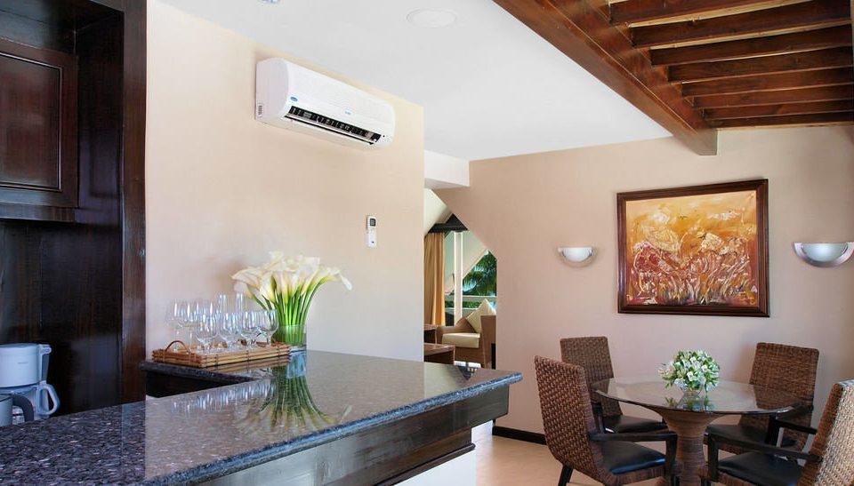 property home living room cottage Villa Suite condominium farmhouse Modern
