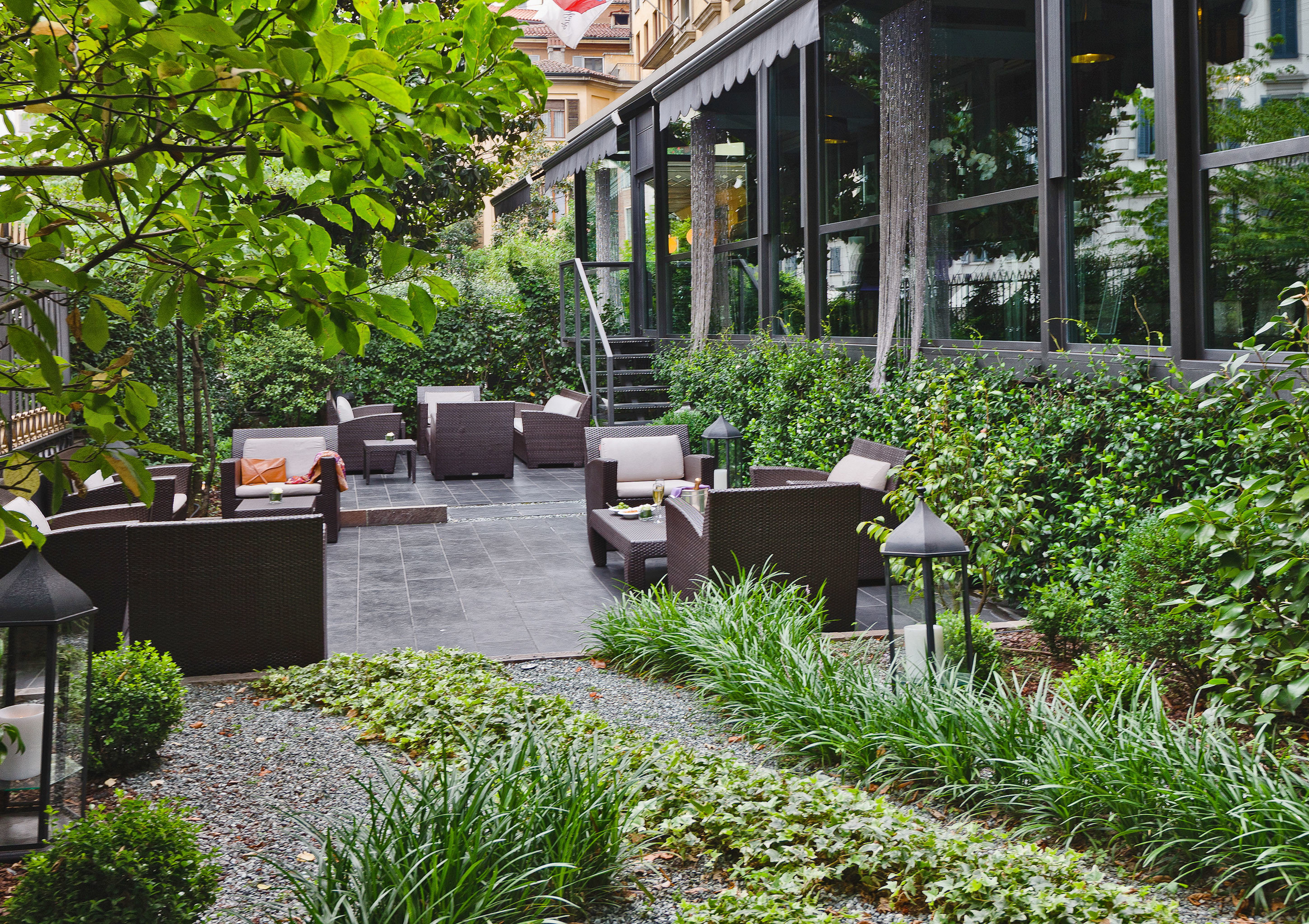 Boutique City Classic Dining Drink Eat Elegant Hotels tree outdoor yard Garden botany backyard Courtyard landscape architect flower lawn estate outdoor structure greenhouse landscaping walkway porch plant