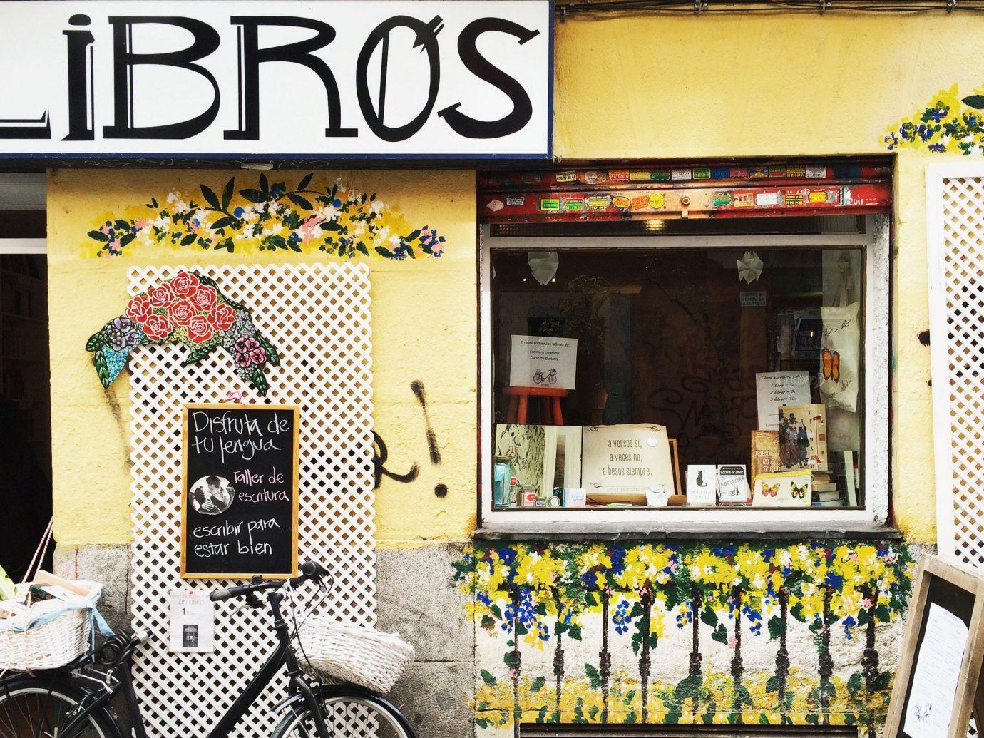 Trip Ideas restaurant cluttered