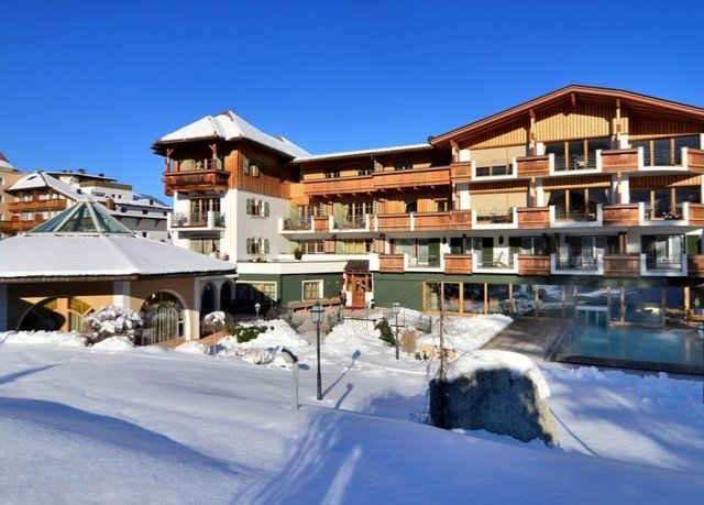 snow building sky Resort property Town house residential area home Nature