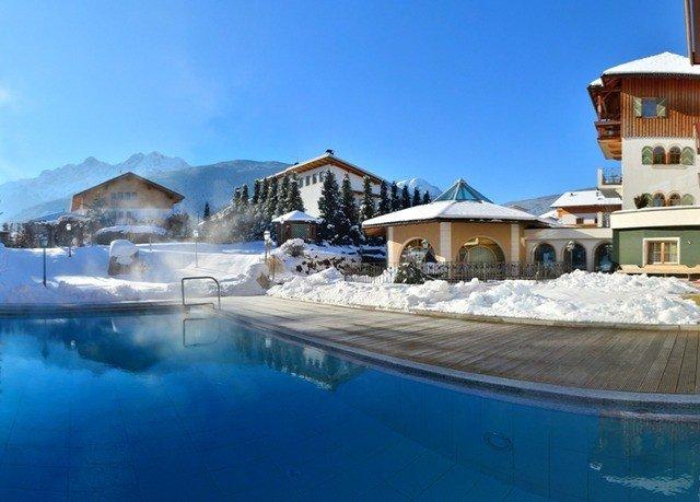 sky property swimming pool Resort Town blue home resort town Villa Nature marina Village