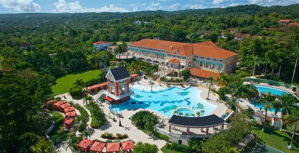 mountain tree Resort property leisure Town amusement park Water park Nature park outdoor recreation Village resort town recreation mansion surrounded hillside