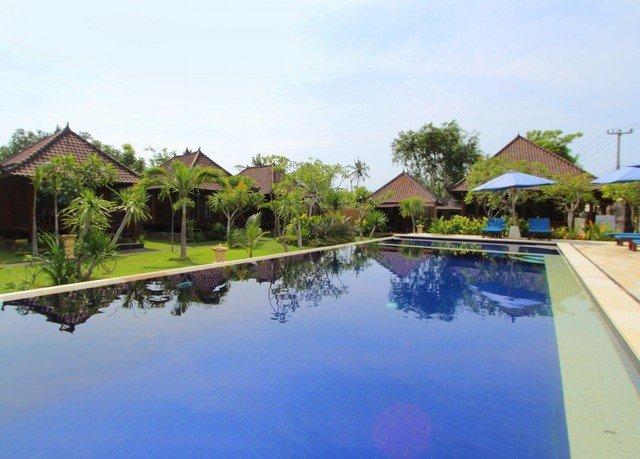 sky tree swimming pool property house Resort reflecting pool Villa Nature condominium surrounded