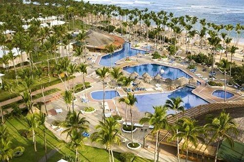 Resort leisure property Water park amusement park park marina outdoor recreation resort town Nature recreation dock swimming pool shore