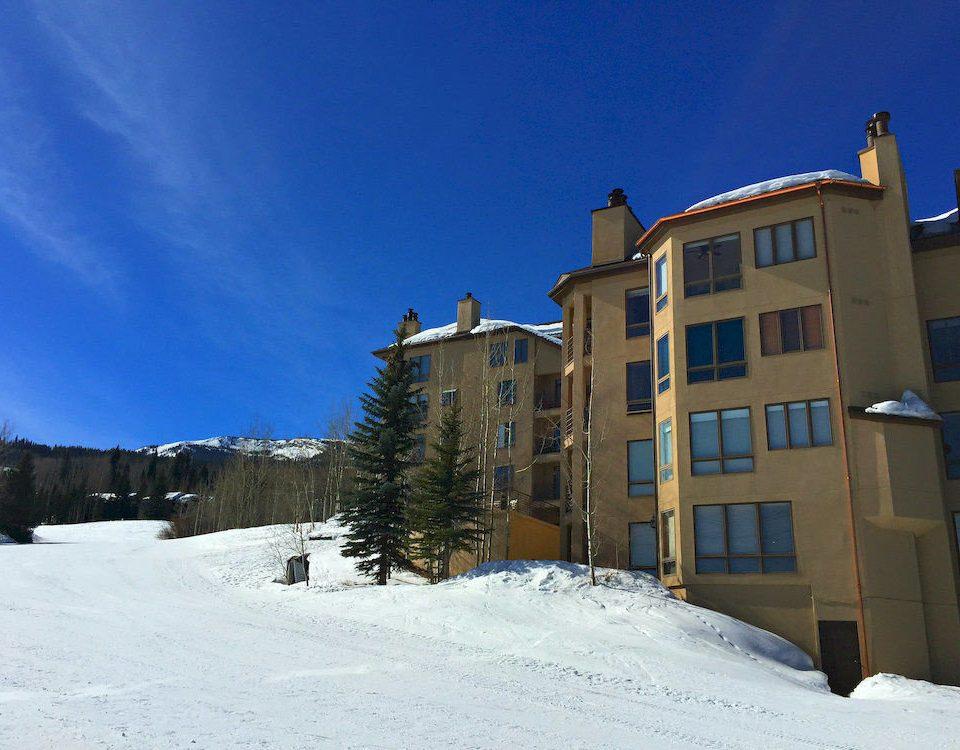 snow sky Winter weather snowboarding season neighbourhood hill Nature residential area Resort slope day
