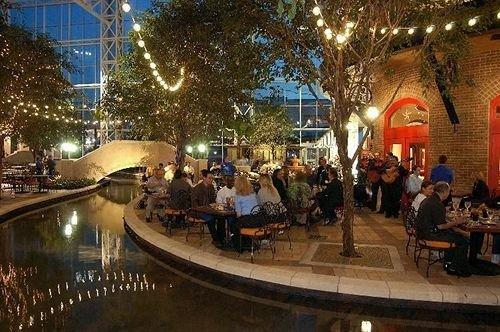 plaza night