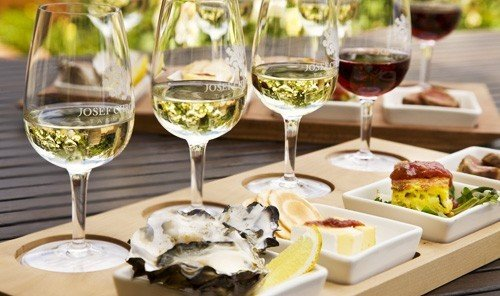 Jetsetter Guides wine table food glasses meal restaurant brunch lunch dinner Drink