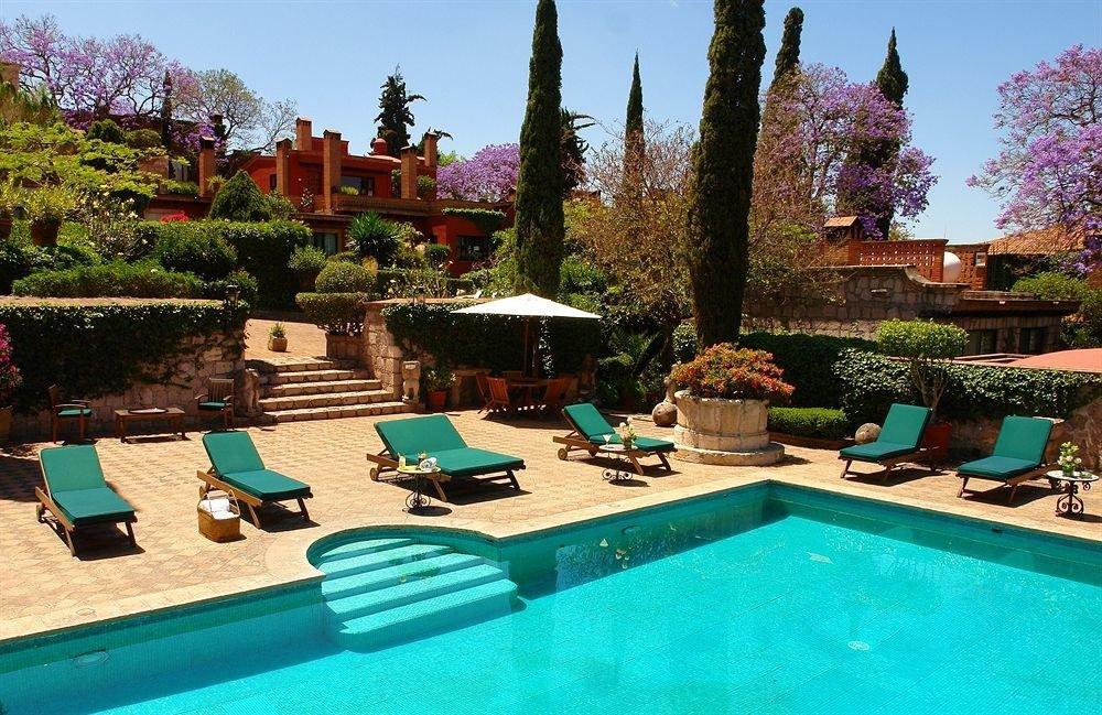 Outdoors Patio Pool tree sky swimming pool leisure property backyard Resort Villa home mansion swimming