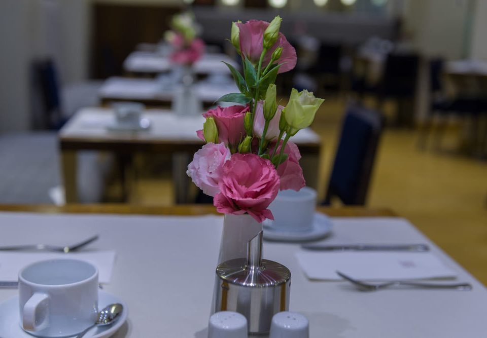 flower arranging centrepiece flower floristry pink wedding ceremony floral design art Party set dining table