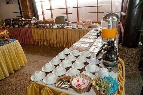 buffet brunch banquet Party function hall restaurant cluttered