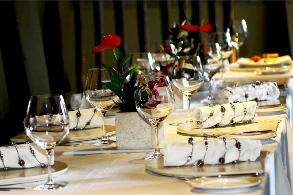 restaurant dinner centrepiece brunch banquet Party buffet dining table