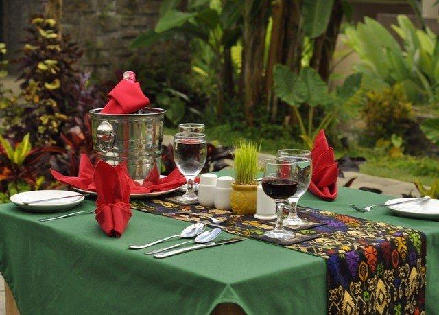 banquet green Party floristry flower arranging centrepiece event flower floral design