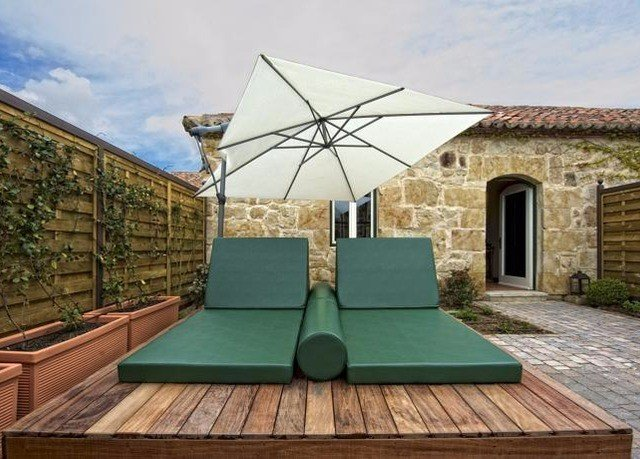 sky green property outdoor structure backyard accessory cottage Villa Patio
