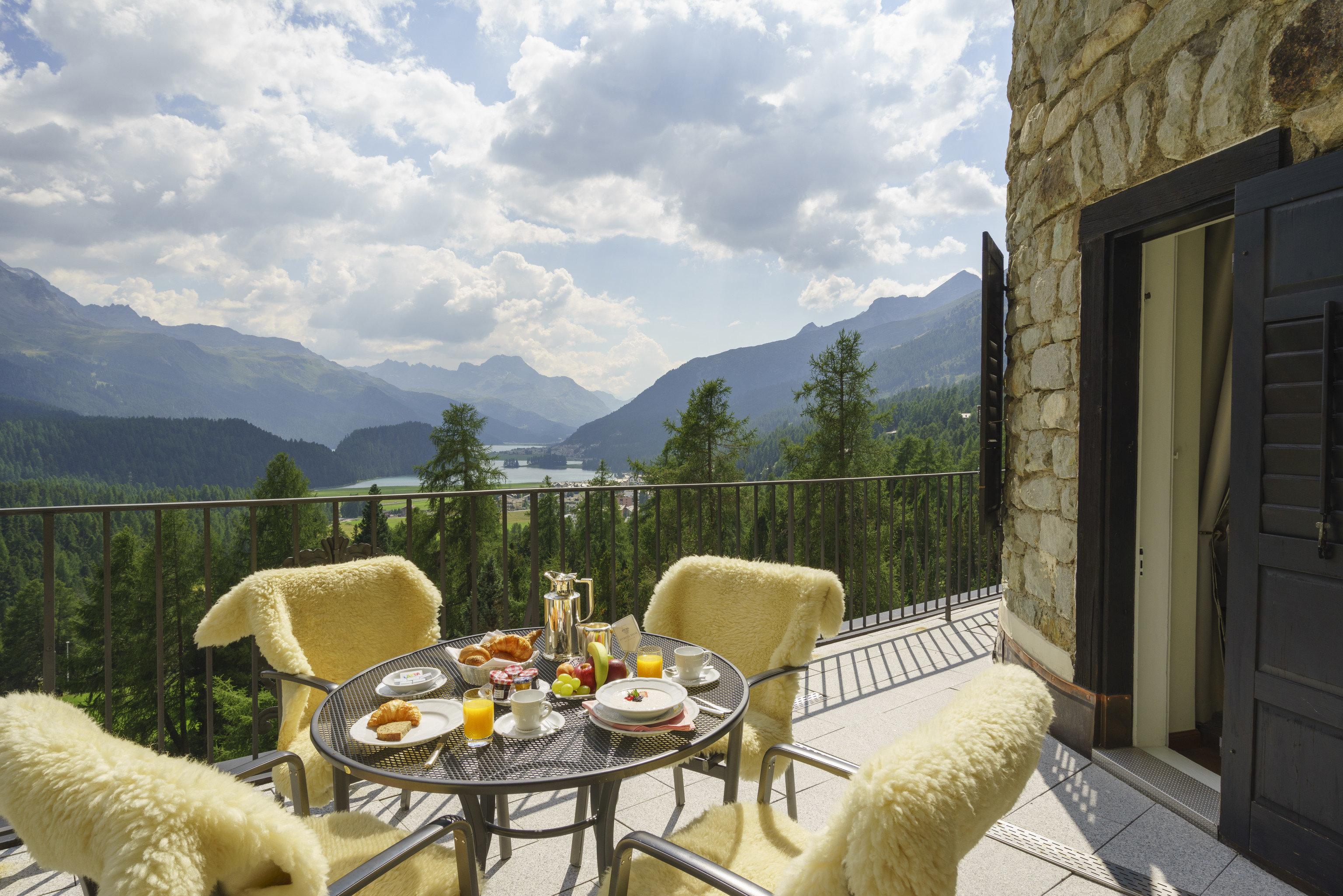 mountain sky property home house cottage Villa outdoor structure Patio landscape penthouse apartment