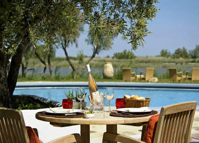 tree Picnic chair wooden property Villa park Resort cottage swimming pool home restaurant backyard overlooking dining table
