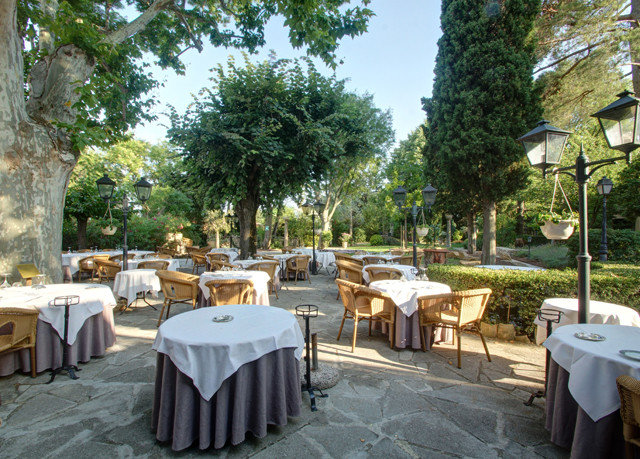 tree chair property Resort Picnic restaurant backyard hacienda Villa set
