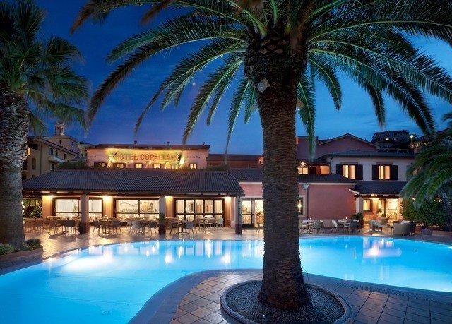 tree Resort palm Pool swimming pool property resort town mansion park condominium Villa arecales caribbean eco hotel