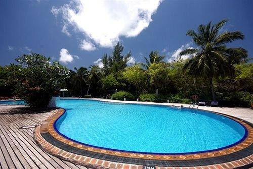 tree sky water Pool swimming pool property Resort leisure Villa reef caribbean blue swimming backyard palm