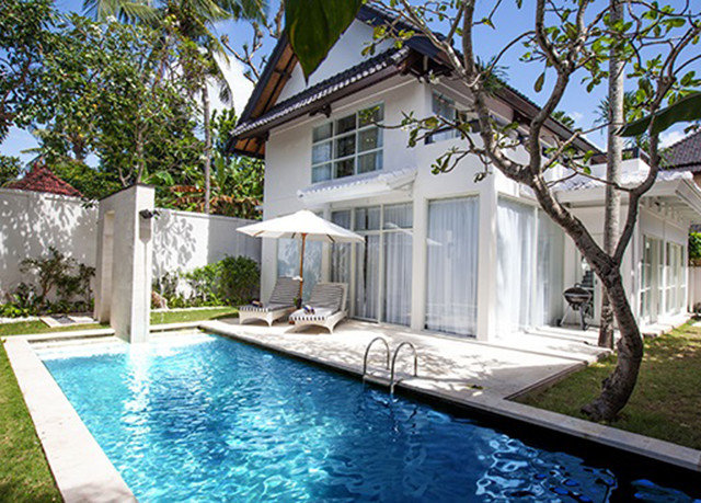 tree property building swimming pool home house Villa Resort cottage Pool residential area backyard leisure mansion swimming