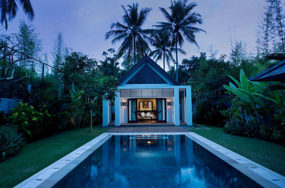 tree swimming pool property building house backyard home Villa mansion Resort Pool cottage landscape lighting