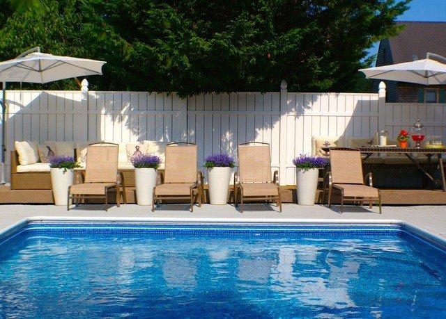 tree water Pool swimming pool property leisure Resort blue backyard water sport Villa swimming