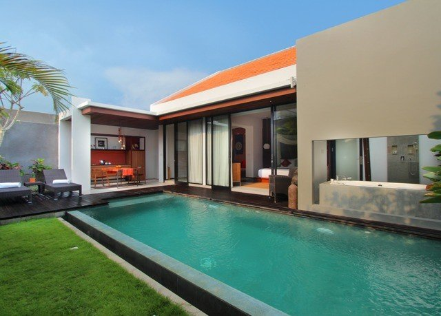 sky building Pool property swimming pool Villa house condominium leisure leisure centre home Resort hacienda swimming blue