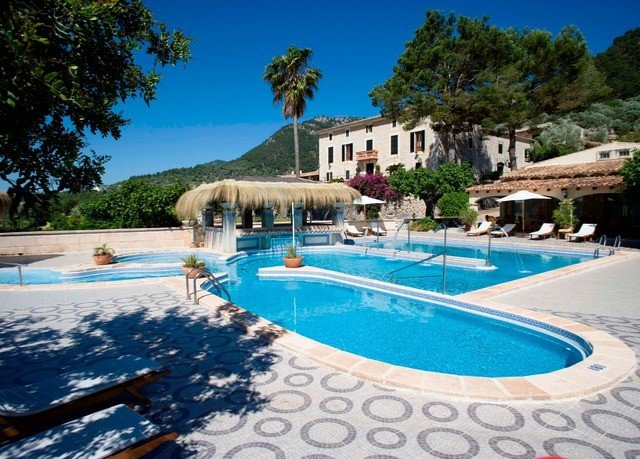 tree sky Pool swimming pool property Resort leisure Villa blue resort town mansion swimming