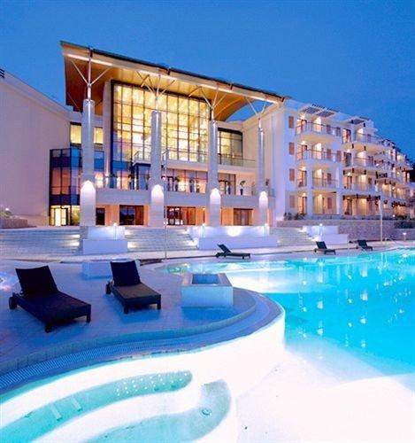 sky swimming pool property condominium Resort leisure leisure centre home Villa Pool blue swimming