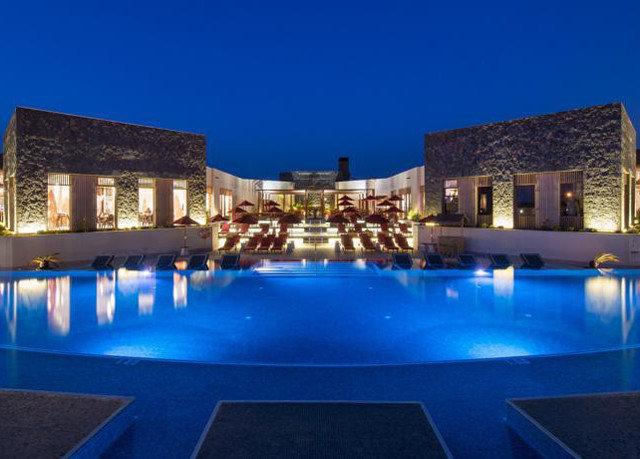building sky Pool swimming pool property Resort blue condominium Villa mansion swimming