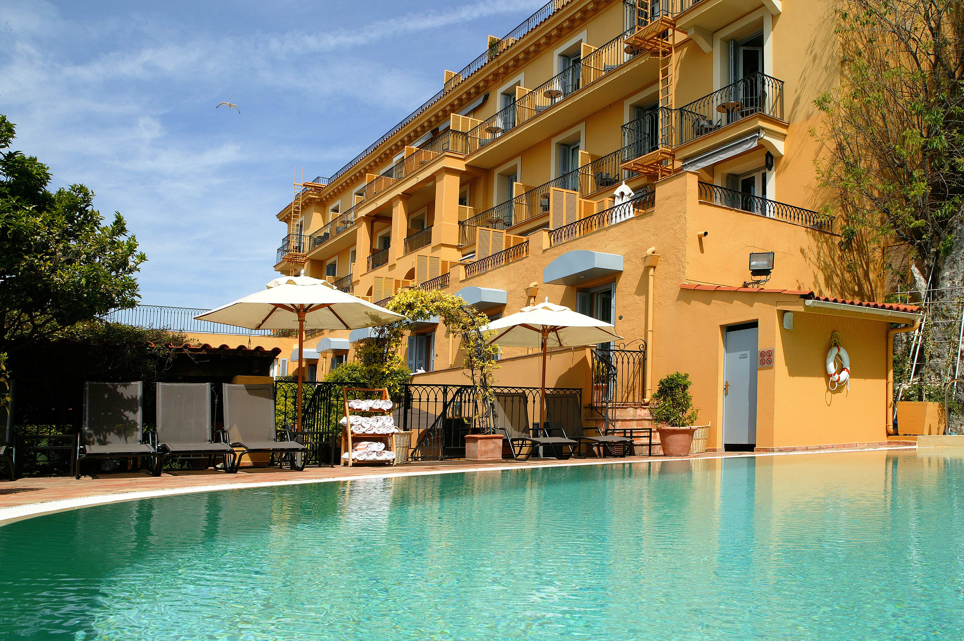 building water property house swimming pool Resort condominium Pool Villa home resort town mansion swimming