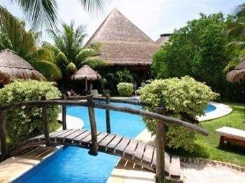 tree swimming pool property Resort building Villa condominium cottage Pool eco hotel
