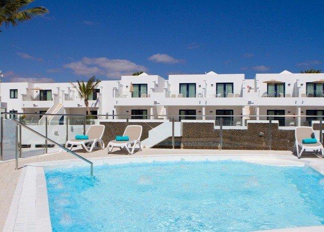 Resort Pool swimming pool property water sport condominium leisure Villa home swimming mansion