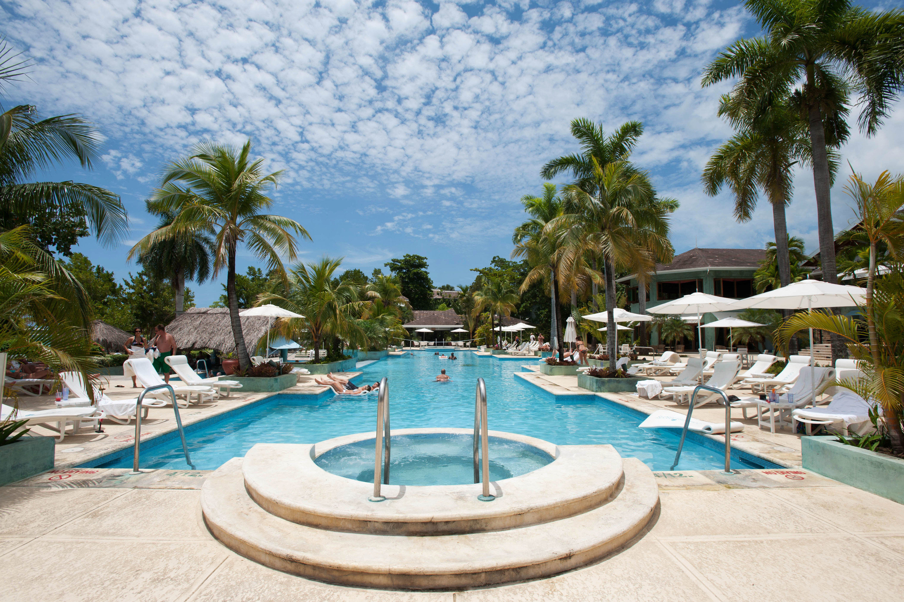 Couples negril all inclusive negril jamaica jetsetter for Villa park pasadena swimming pool