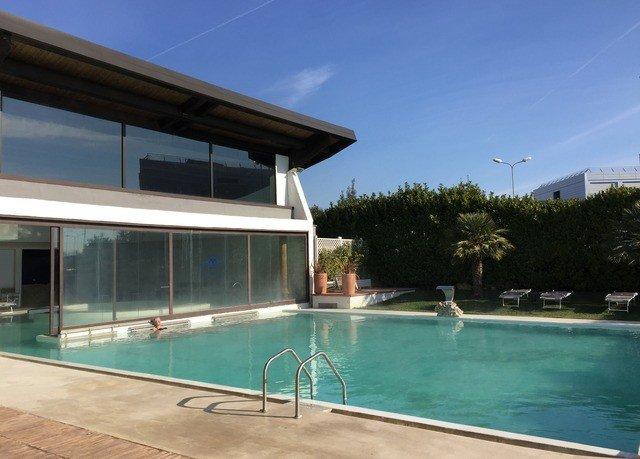 sky swimming pool property leisure centre condominium Villa home Pool